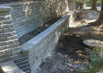 Construction de muret en pierre et mur de soutènement béton St-Jérôme - Paysagement Emmanuel Mathieu Dupont à St-Jérôme